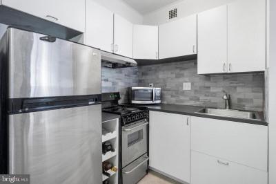 224-30 W Rittenhouse Sq #417