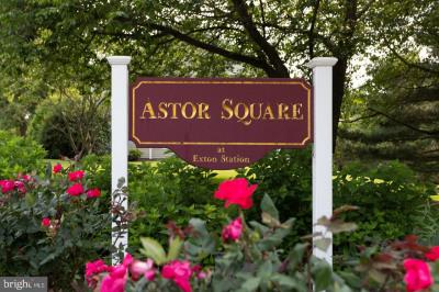 552 Astor Sq #14
