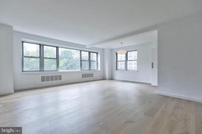 220 W Rittenhouse Sq #5C
