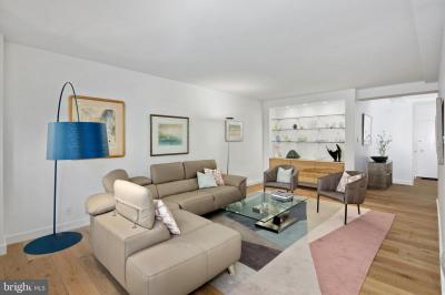 220 W Rittenhouse Sq #2D
