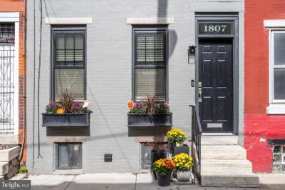 1807 Webster St