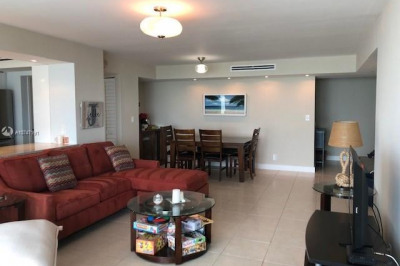 2655 Collins Ave #912 1