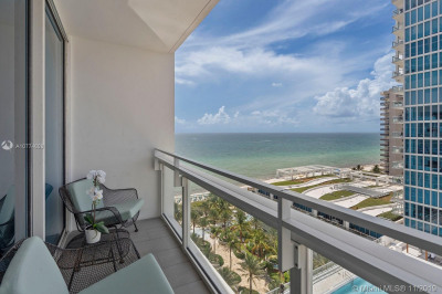 6801 Collins Ave. #1404 1