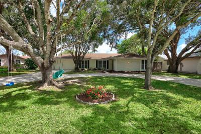 4251 Hyacinth Circle N
