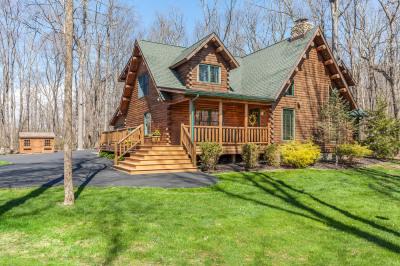 Inviting Log Cabin House