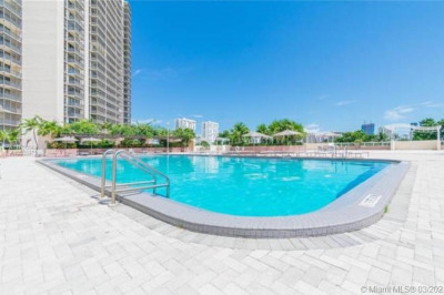 20335 W Country Club Dr #207