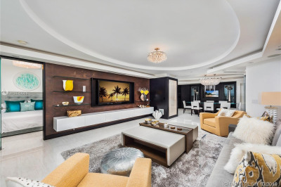 4779 Collins Ave #802/803