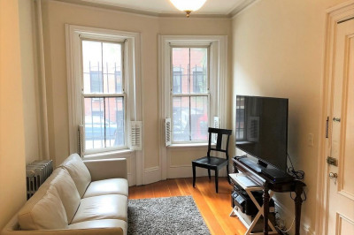 43 Milford St #Parlor