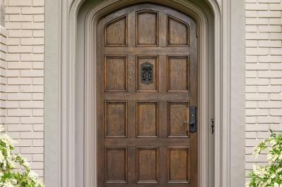 1670 Broadmoor Dr E