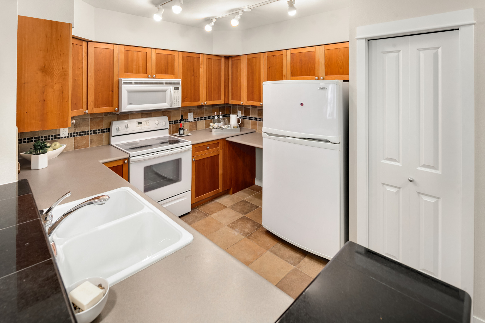 1545 NW 57th St #511 Photo 9