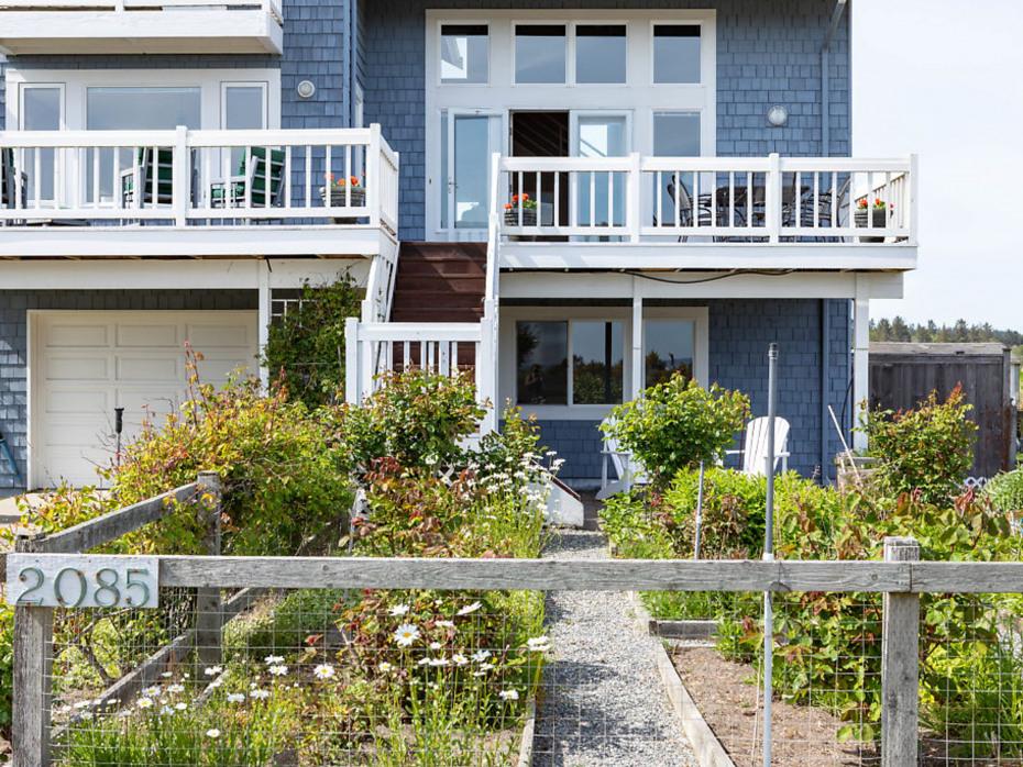 2085 Shore Ave Photo 24