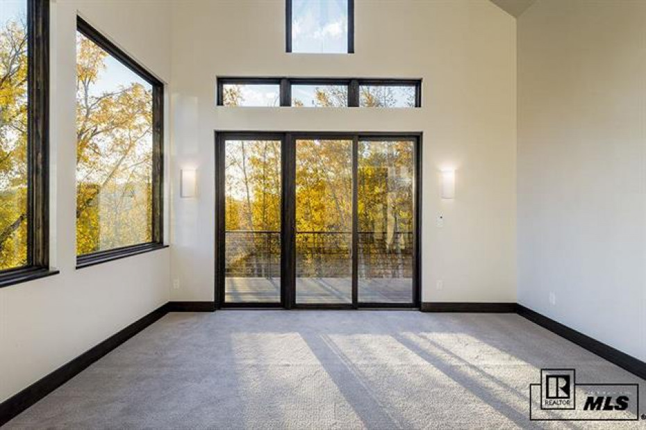 589 Forest View Photo