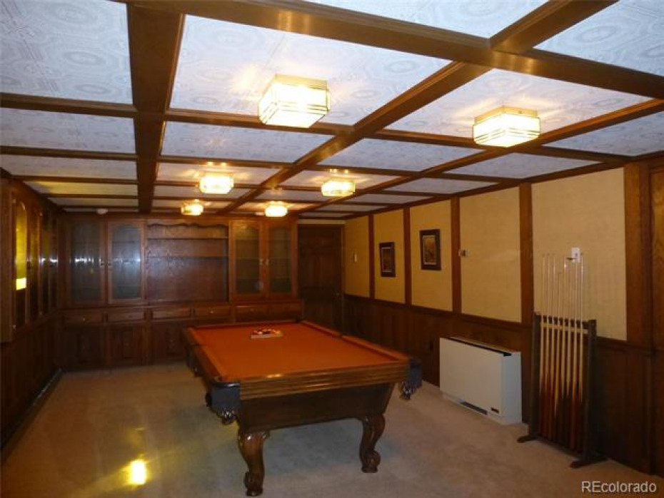 family/game room with pool table