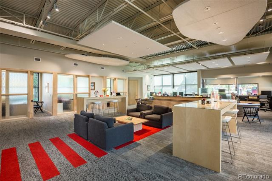 The Mountain Valley Bank lobby is contemporary, airy and professional.