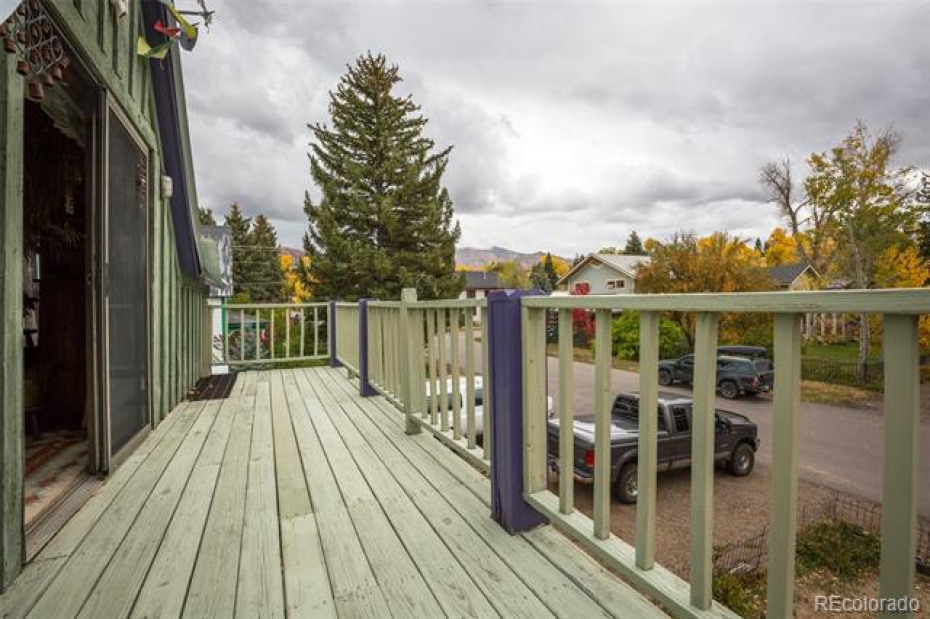 Upper Balcony with Views to Ski Area