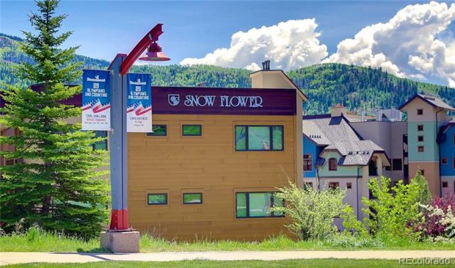 2200 Apres Ski Photo