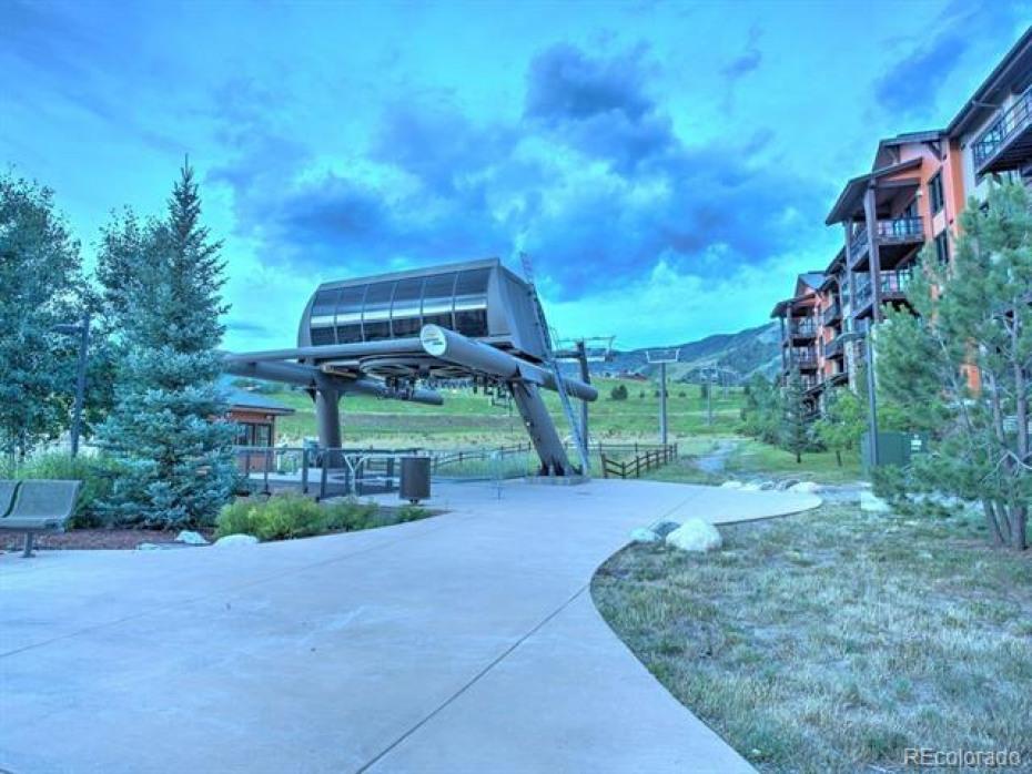 Trailhead Lodge HOA Gondola to Ski Resort Amenities