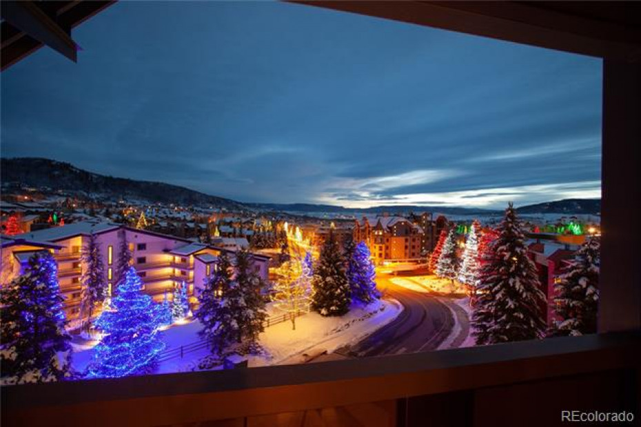 2250 Apres Ski Photo