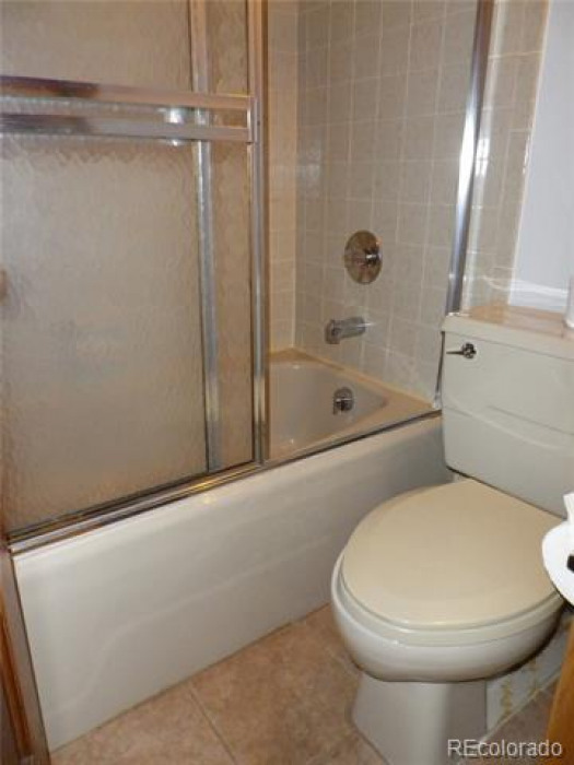 Upper bedroom bathroom