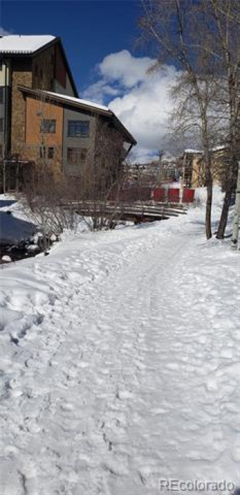 2300 Apres Ski Photo