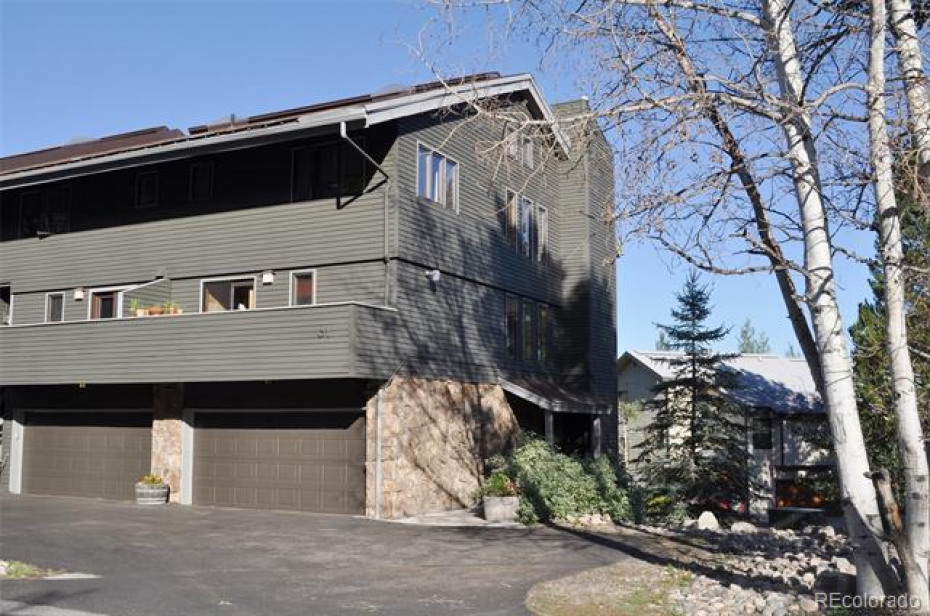 The exterior was repainted in July 2019 and this townhome is an end unit with east, west, and northern exposure, affording views of the ski area, Flat Tops, Emerald Mountain, and Buffalo Pass.