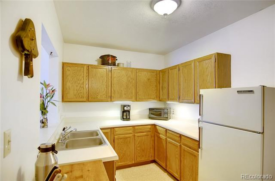 Rec room / bonus room offers a wet bar and fridge for convenience & possible game room area.
