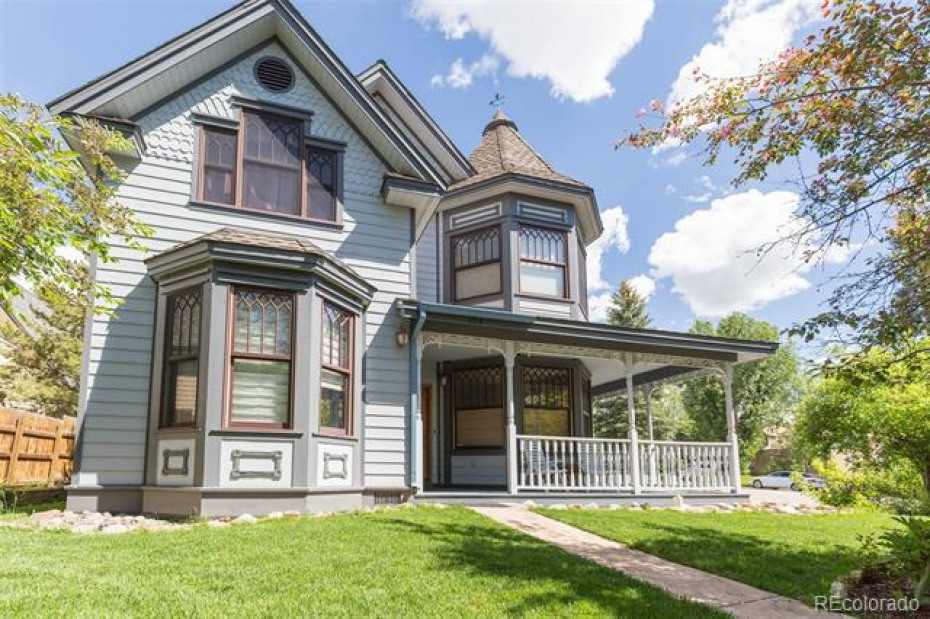 Beautiful Victorian Downtown home with wrap around porch