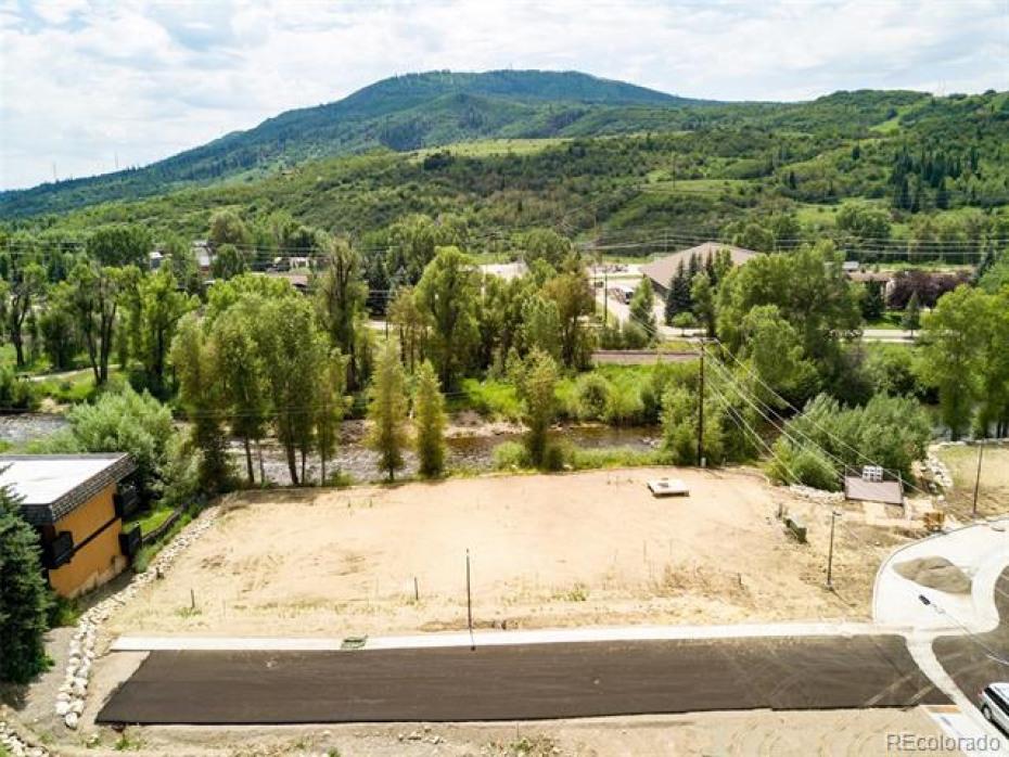 PArcel C5 Riverview YAmpA Photo