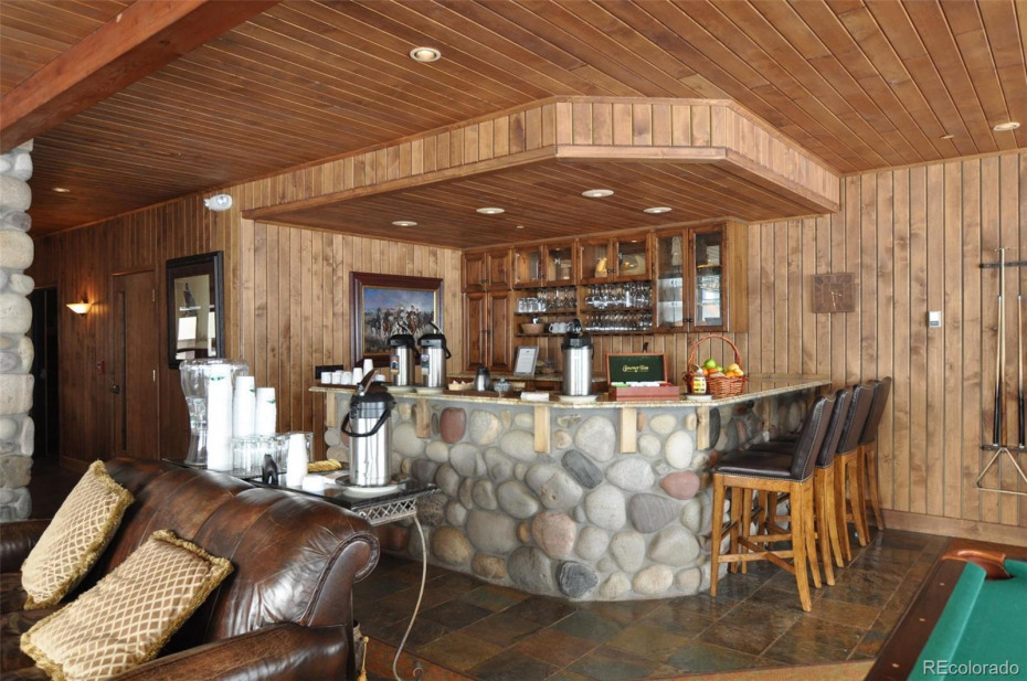 The owner's lounge provides coffee in the morning and apres ski treats in the afternoon.