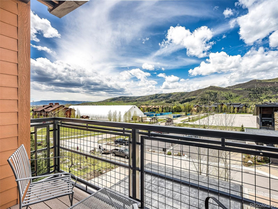 Gorgeous, panoramic views of the south valley and Emerald Mountain.