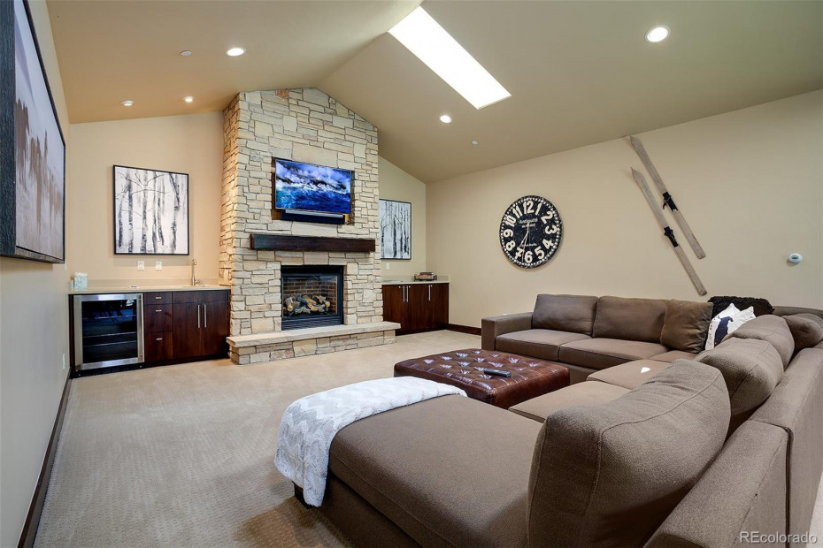 Wet Bar and Fireplace