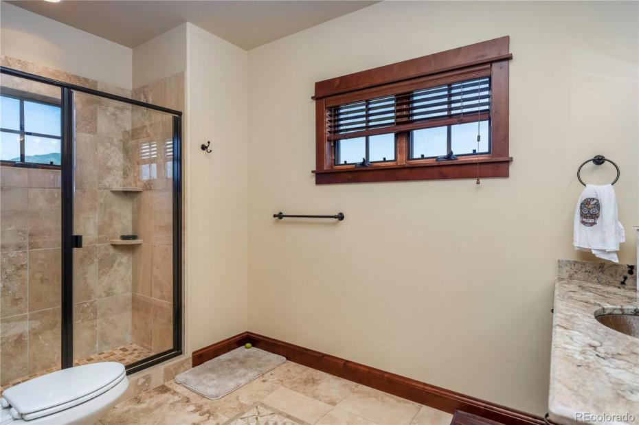Main level bath.