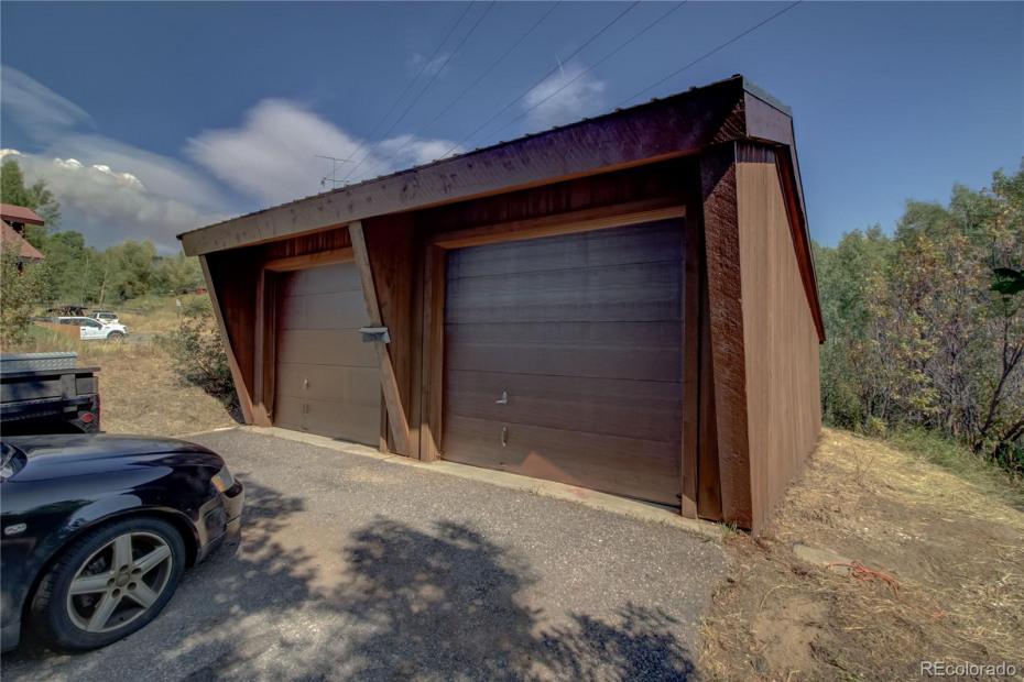 Lower Unit - detached 2-car garage