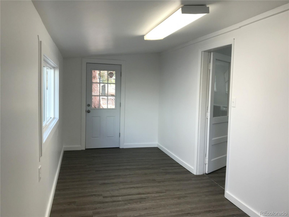 Large, sunny enclosed porch with W/D hookups