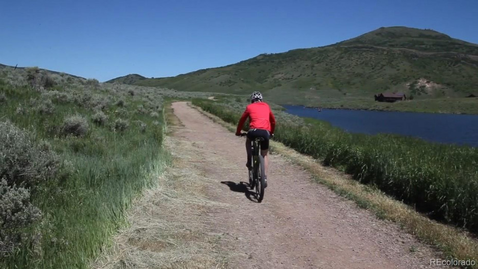Enjoy the trail system around the lake!