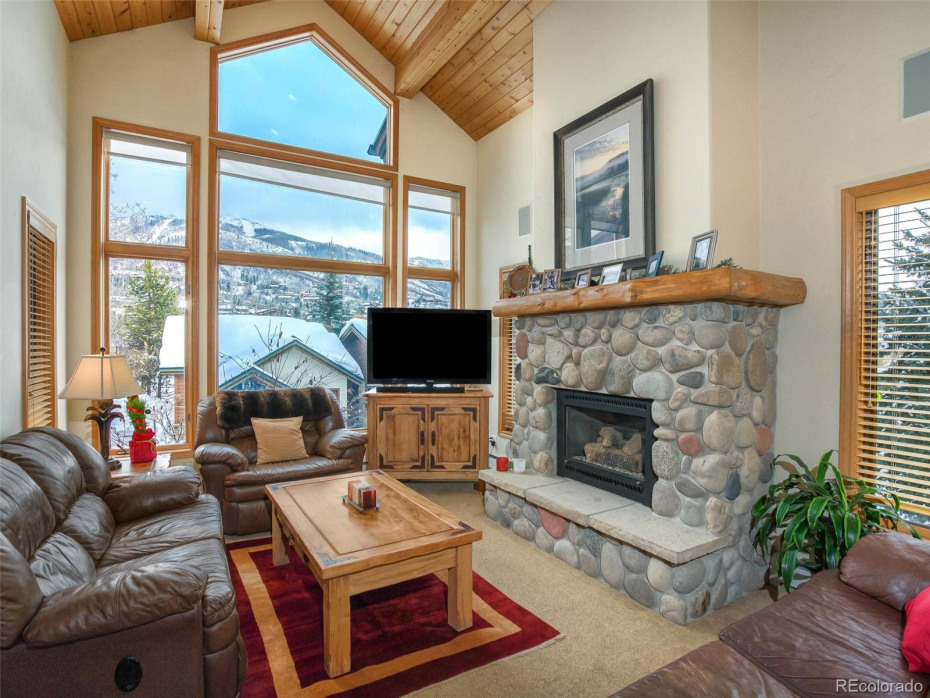 Vaulted ceilings with gorgeous ski area views