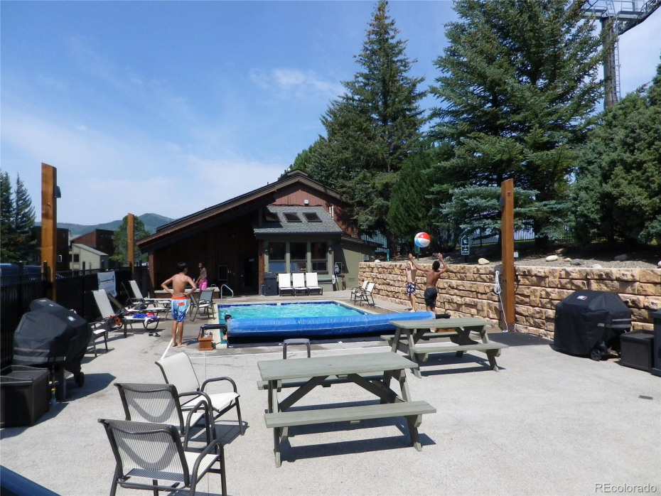 Pool with hot tub and clubhouse in back