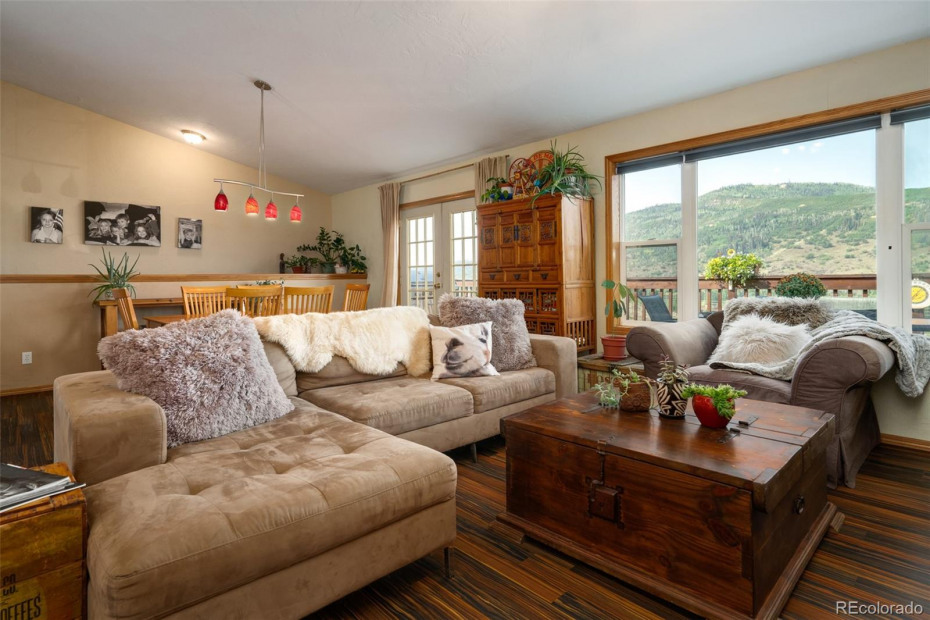 Nice open great room with spectacular views of Emerald Mountain