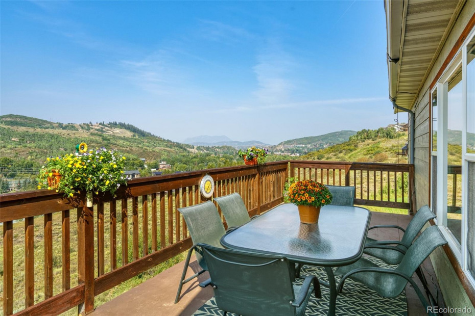 Nice big deck to enjoy the views- perfect for 4th of July and Winter Carnival Fireworks