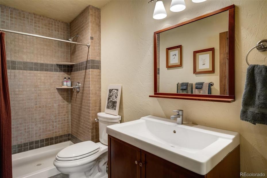 Bath 4 on lower level