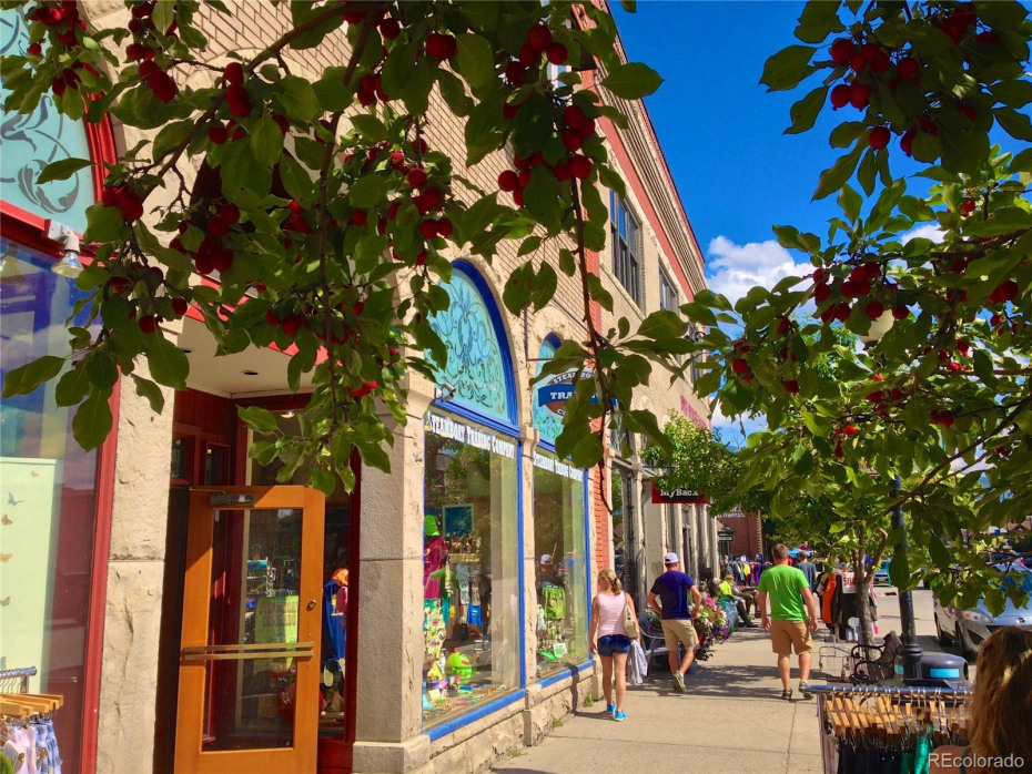 Shopping in Downtown Steamboat