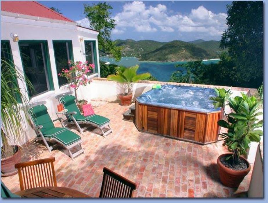 Windwardside Cottage Patio w Hot Tub