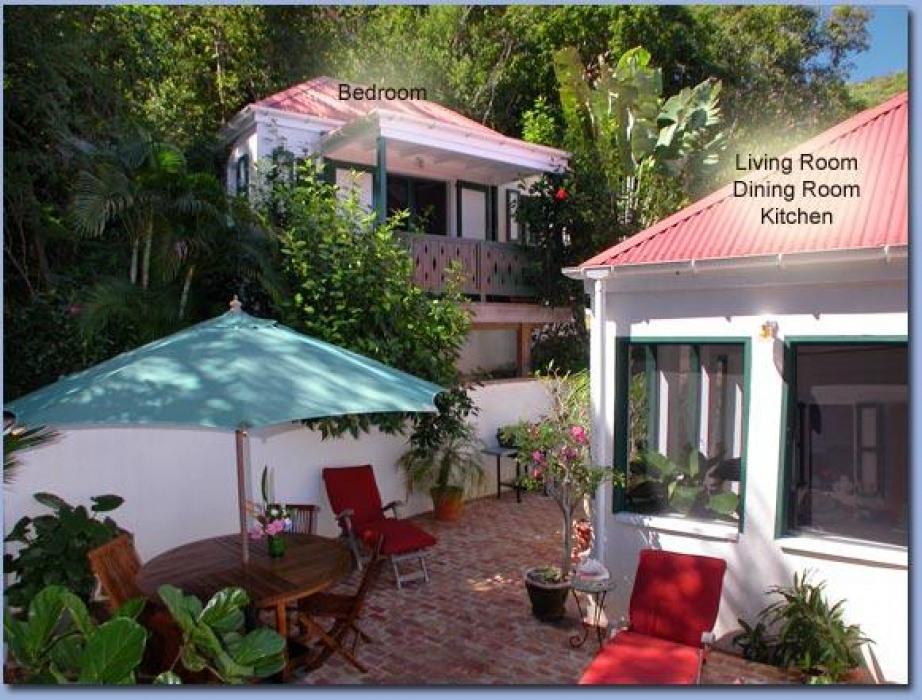 Windwardside Cottage courtyard