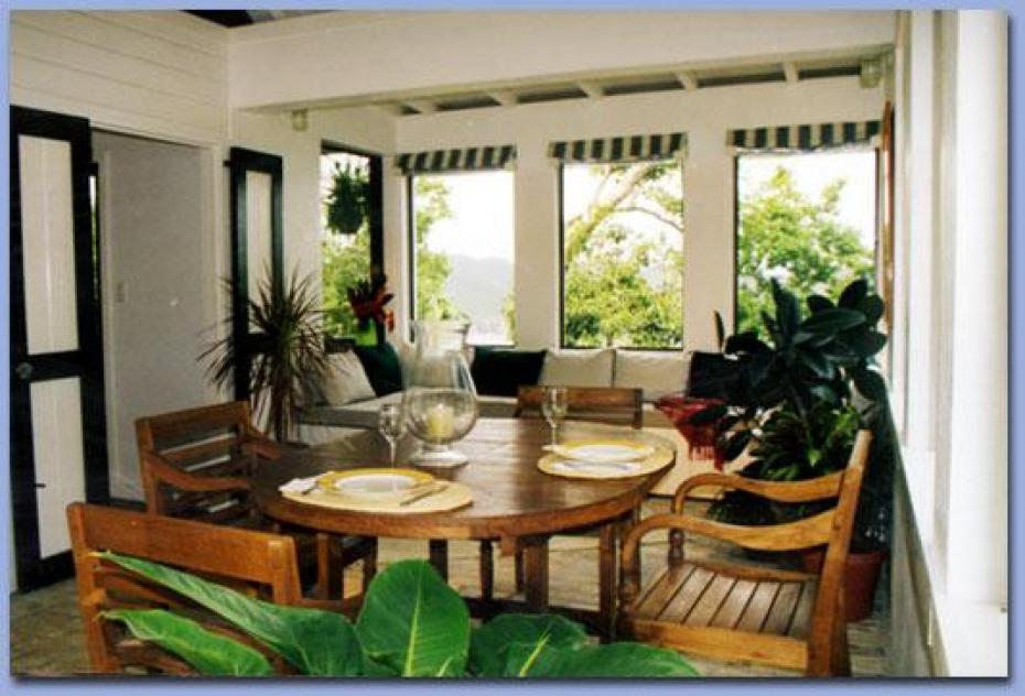 Windwardside Cottage interior
