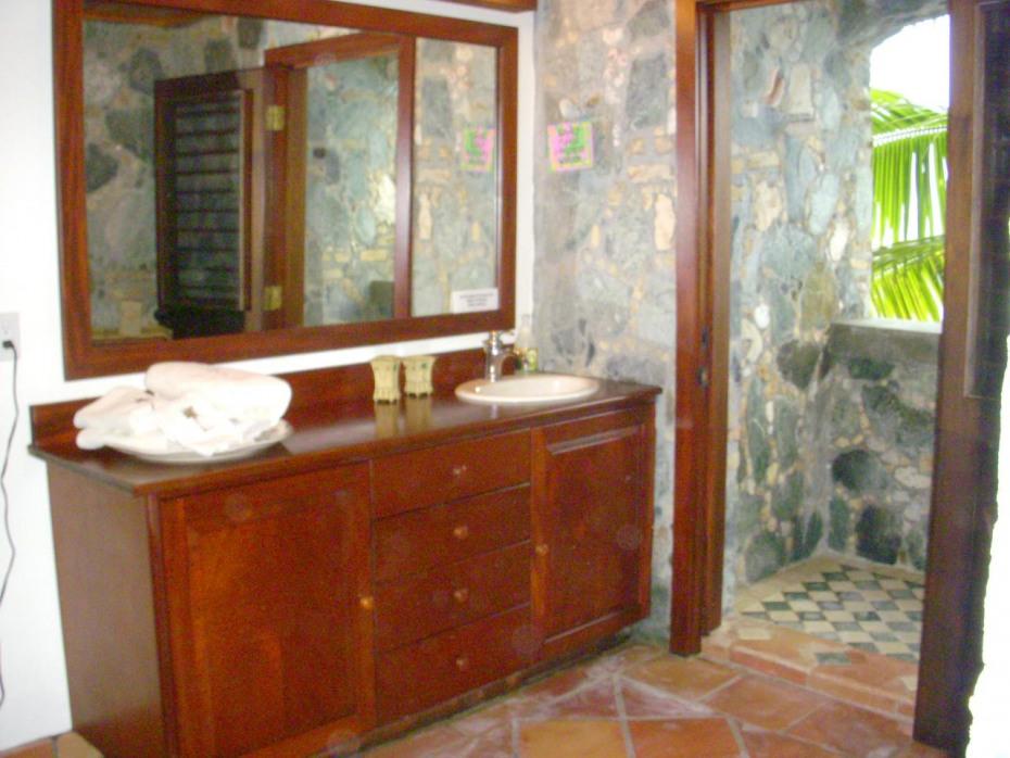 Stone shower in lower bath