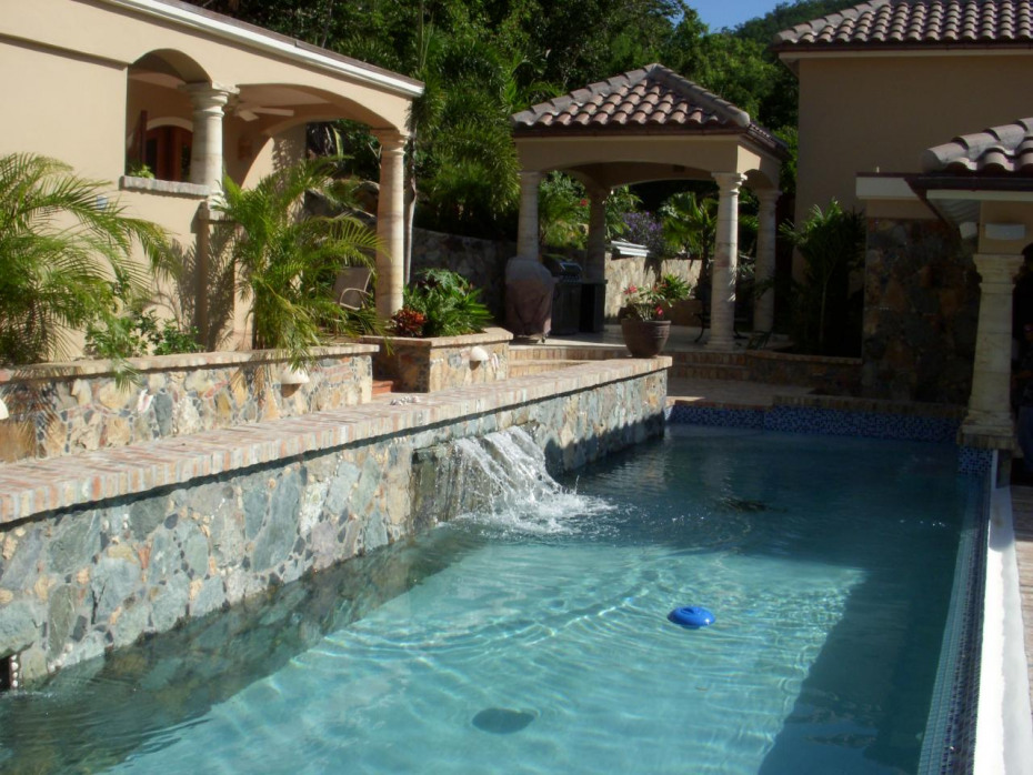 40 ft. pool with fountain
