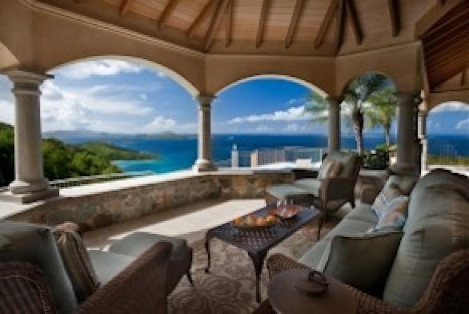 Outdoor Veranda with Sweeping Views!