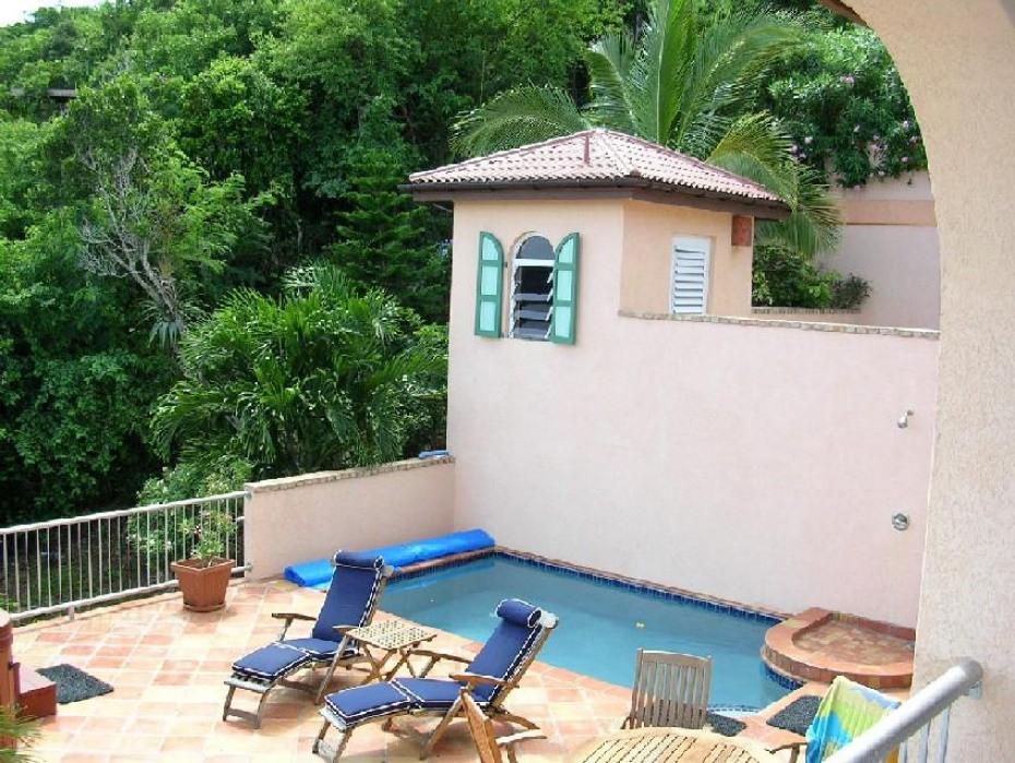 Villa Ventosa Pool and sun deck