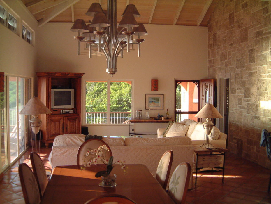 Villa Ventosa Great Room and dining area