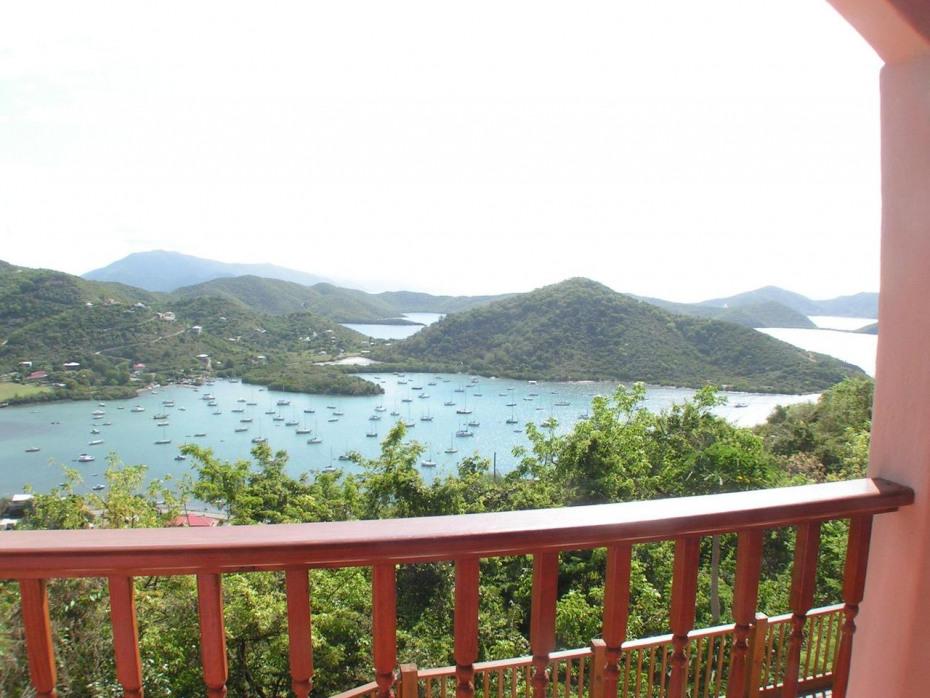 views of Coral Bay & the BVi